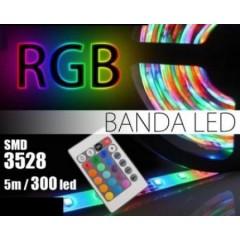 Banda 5m cu 300 LED-uri controlate cu telecomanda